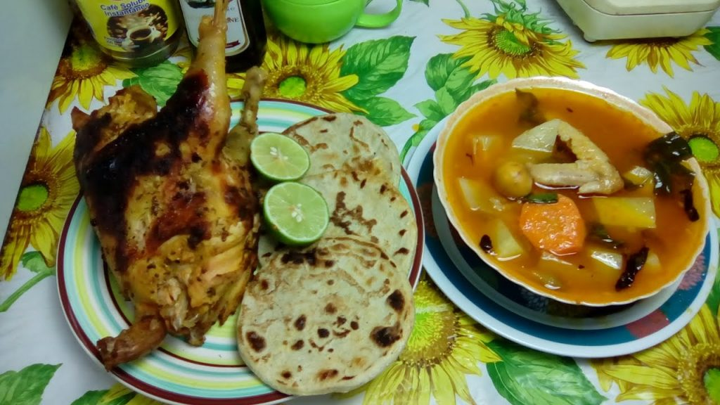 Sopa de gallina india salvadoreña